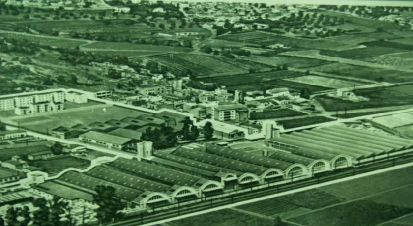 Fotografia històrica de l'antiga fàbrica de ROCALLA a Castelldefels