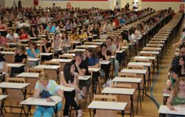 El Col·lectiu Ronda impugnarà la decisió de no corregir per un defecte de forma els exàmens de 300 opositors que aspiraven a cobrir una de les places d'auxiliar administratiu ofertes per la Generalitat