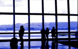 El Col·lectiu Ronda prepara les primeres demandes en representació dels usuaris afectats pel tancament de l'espai aeri en el decurs dels primers dies del Pont de la Constitució.